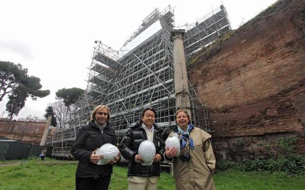Roma Piramide Cestia restauro